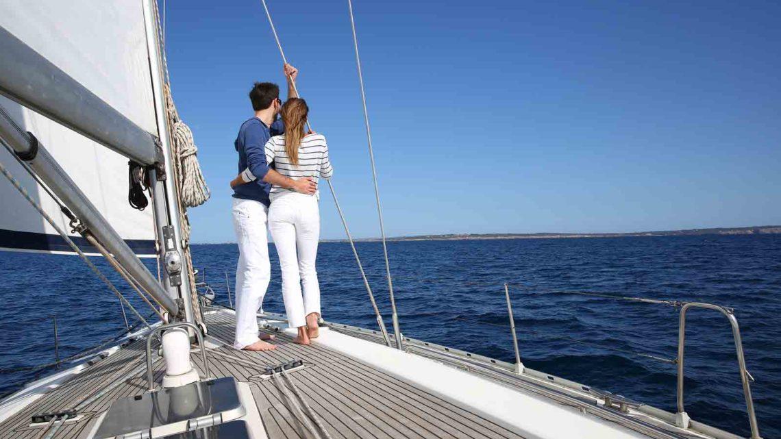 Заказать прогулку на яхте в Сочи