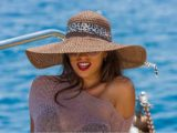 Девушка на яхте в Сочи